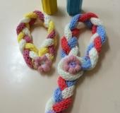 リリアン編みで 三つ編みマフラー