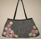 花刺繍のバッグ