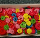 ボタンを小物雑貨用に染めて見ました。