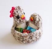 クロバーかぎ針を使って よろい編みで編む エッグスタンド〈小