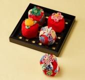手縫いで作る 花飾り付きお手玉