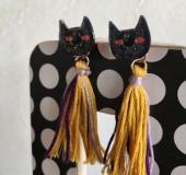 黒猫のタッセルピアス