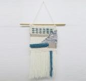 クロバー手織り機「咲きおり」で織るホワイトブルータペストリ