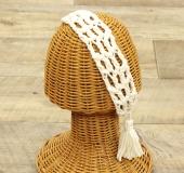 ネット編みのタッセル付きヘアバンド