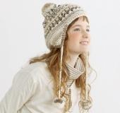 耳あて付き透かし編み帽子