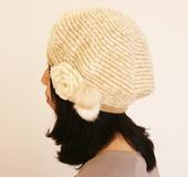 ダブルフックアフガン針で編む コサージュ付きベレー帽