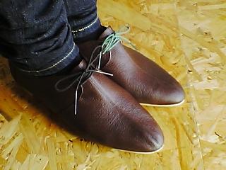 茶色の紐靴
